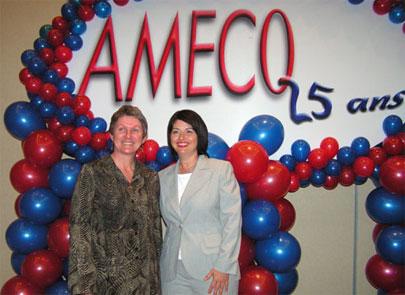La présidente de l'AMECQ Jocelyne Mayrand et la ministre de la Culture et des Communications Line Beauchamp lors du 25e congrès annuel de l'AMECQ.